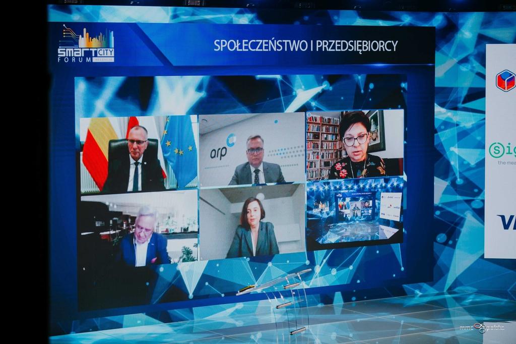 scena smart city forum z uczestnikami