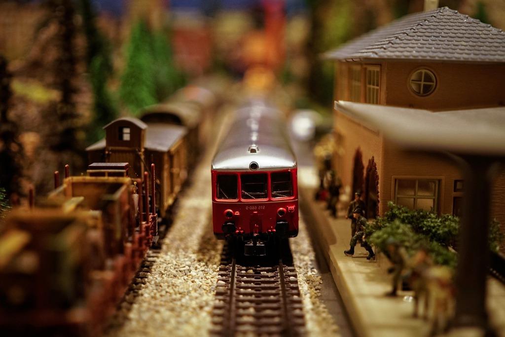 model pociągu elektrycznego i stacji kolejowej