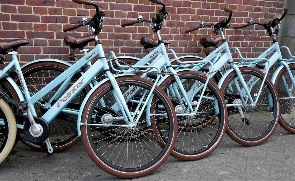 Rowery na parkingu rowerowym